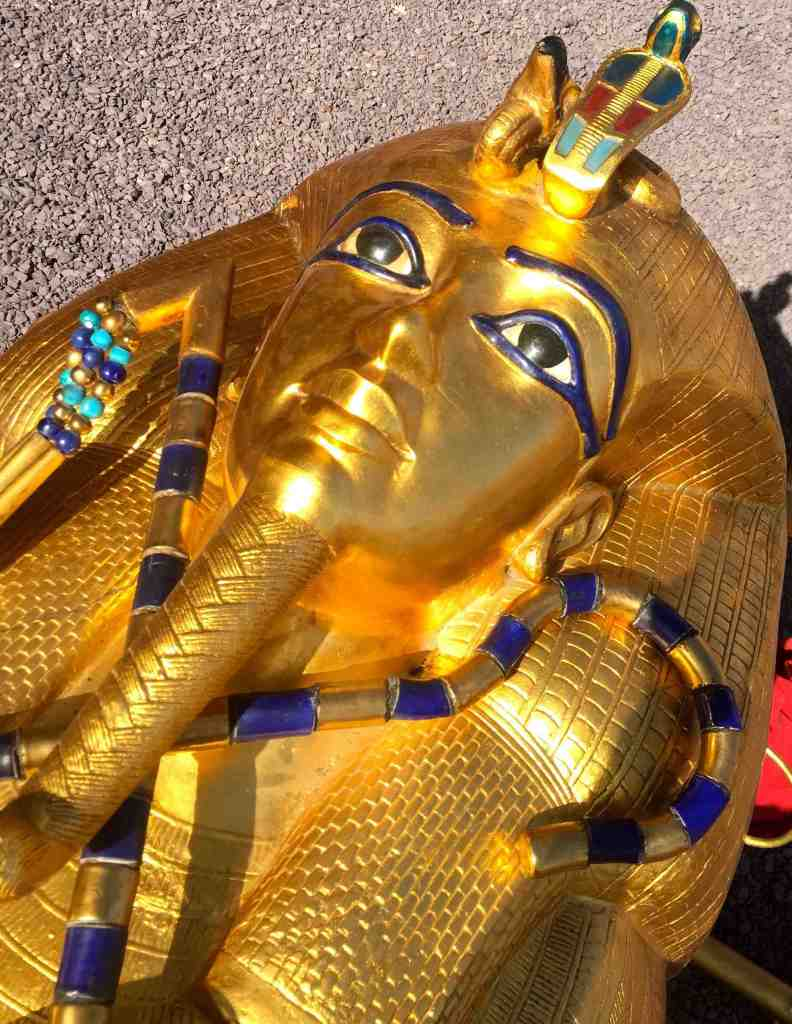 gold tut