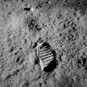 trace-footprint-lunar-surface-buzz-apollo-aldrin_121-60614